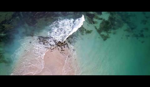 vagues et sable vertical
