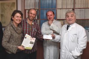 Mercredi 10 décembre,  au Président de l'ARTAC le Professeur Dominique Belpomme avec Philippe Irigaray et Fatou Diop (derrière l'appareil photo), à l'issue d'une traversée de Paris en vélo, nous avons remis notre contribution.