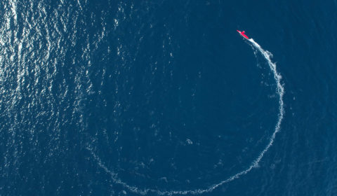 Le drone de surface (USV) DriX de iXblue, en démonstration dans la baie de La Ciotat. Vol drone réalisé en liaison avec CCMAR Med