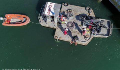 Barge de travail TETIS (Société de travaux sous-marin), lors de la pose d'anodes au quai Port de commerce de Lorient