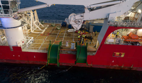 Suivi des opérations d'immersion de l'hydrolienne Sabella D10. Passage du Fromveur, au large de Ouessant. Energie Marine Renouvelable