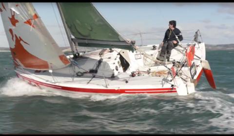 Une journée en hiver 2015 au large de Concarneau, (Finistère - France). Steven Rouxel lors d'un entrainement sur son bateau de classe mini 6,50. Son projet, 552 raisons d'être heureux, valider les miles nautiques, gagner en expérience et entrainements, et courir sa transat en solitaire.